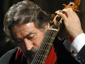 Jordi Savall, entre le Christ et la Vierge
