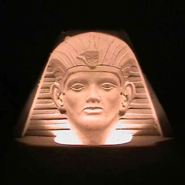 Plattenbau Tutankhamun
