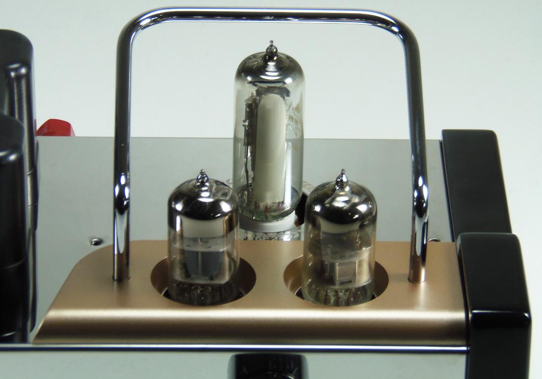 Vient ensuite lamplificateur de puissance un tda7265 de stmicroelectronics pouvant délivrer une puissance maximale de 2 x 25w dans 8